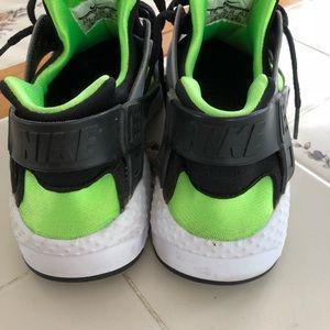 Nike Shoes - Kids Size 6.5 Nike Huaraches